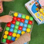 Bild pā barn som spelar spel.